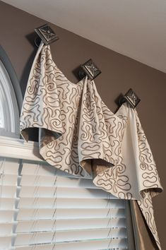 Unique window treatment ideas for enclosed porch for your home - curtains with hooks. Unique Window Treatments, Bathroom Window Treatments, Valance Window Treatments, Window Treatments Living Room, Bathroom Windows, Living Room Windows, Window Coverings, Cornices, Bathroom Valance Ideas