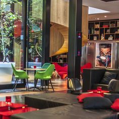 """The trendy, young and designed hotel chain Citizen M is originally from the Netherlands (where the head office is located) and has branches in London (Bank Side) Amsterdam, Glasgow and soon to be opened in New York.  The philosophy of the hotel is """"affordable luxury for the people,"""" and indeed, t..."""