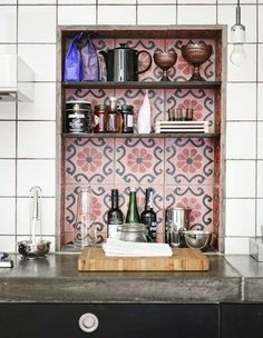 Use contrasting tiles in the backsplash lining of a special nook or cranny to add depth and dimension to your interior. Here the spark between Moroccan and subway tiles creates some heat that CAN stand the kitchen. Paris Kitchen, Kitchen Dining, Kitchen Decor, Kitchen Tiles, Kitchen Nook, Kitchen Black, Kitchen Storage, Kitchen Shelves, Design Kitchen