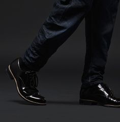 G-Star RAW Midnight Collection Tip 21 - Raise The Hem. Denim is often worn on the shoe to give a casual feel. For a smarter look, wear your denim with the hem above the shoe; the jean drapes more evenly for a cleaner look. Mens Fashion Shoes, Men's Fashion, Dandy Style, Boyfriend Shirt, Casual Look, How To Roll Sleeves, G Star Raw, Gentleman Style, Well Dressed