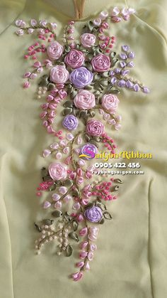 silk ribbon for embroidery Ribbon Embroidery Tutorial, Hand Embroidery Flowers, Silk Ribbon Embroidery, Hand Embroidery Designs, Floral Embroidery, Embroidery Patterns, Embroidery Supplies, Embroidery Stitches, Ribbon Art