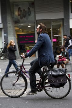 Antwerp Cycle Chic_2 by Mikael Colville-Andersen, via Flickr