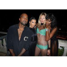 Pin for Later: Kim Kardashian und Kanye West feiern mit den Stars um die Wette  Ein Schnappschuss von Kanye, Kim, Kate und Naomi. Quelle: Instagram user kimkardashian