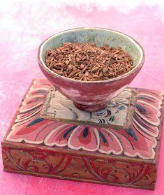 Sandalwood perfume ingredient, Sandalwood fragrance and essential oils Santalum Album