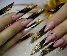 Hermosas uñas punta edge con base negra hacia amarillo en la punta