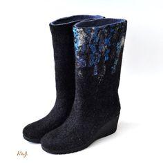 Women felted boots from natural softest merino wool by RitaJFelt,  $150.00 - huovutetut buutsit kengät