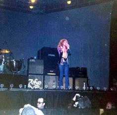 Robert Plant Led Zeppelin Madison Square Garden 1975. https://www.facebook.com/physicalzeppelin/