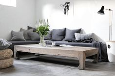 In our second living room, down in the basement, it´s all about shades of grey at the moment. The grey sofa is a DIY I did two years ago and