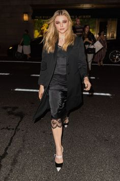 Chloe Grace Moretz from The Big Picture: Today's Hot Photos City style! The actress goes out on night dressed in a black slip dress, blazer and heels in New York City. Black Slip Dress, Fashion Idol, Chloe Grace Moretz, City Style, Beautiful Celebrities, Portrait, Hottest Photos, Bellisima, Going Out