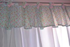 Cortina Quarto de Bebê Floral Azul e Rosa, Confeccionada em cetim com bandô personalizado. Para janelas com até 1,50 de largura.