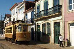 Passadiço ribeirinho nas margens do rio Douro