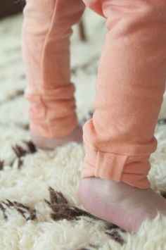 No-Hem Bow Cuff Leggings DIY // National Serger Month
