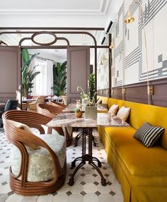 〚 Beautiful eclectictic interiors from Spain by Beatriz Silveira 〛 ◾ Photos ◾Ideas◾ Design Vintage Interiors, Hotel Interiors, Decoracion Vintage Chic, Parisian Apartment, Hospitality Design, Vintage Design, Decorating Blogs, Restaurant Design, Cool Furniture