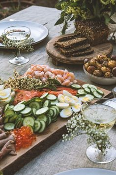 A Midsummer Feast as pretty as this is surely the essence of Hygge? Images from HonestlyYUM by the insanely talented Spotted SF baby's breath flowers on glass Antipasto, Breakfast And Brunch, Breakfast Ideas, Smoked Fish, Good Food, Yummy Food, Cooking Recipes, Healthy Recipes, Cooking Ideas