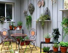 25+ Creative Ideas For Garden Fences | Use shelves to show off your decor