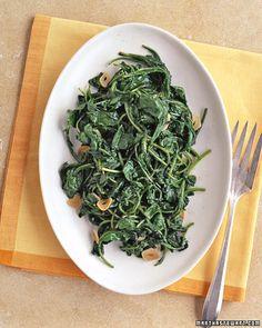 Arugula Made this tonight. Wilted Arugula - Martha Stewart RecipesMade this tonight. Stir Fry Arugula, Arugula Salad Recipes, Side Dish Recipes, Vegetable Recipes, Vegetable Sides, Argula Recipes, Zucchini, Gourmet, Recipes
