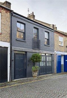 3 bedroom mews house for sale in Russell Gardens Mews, Holland Park, - Rightmove. Design Exterior, Grey Exterior, House Paint Exterior, Exterior House Colors, Terraced House, Style At Home, Reforma Exterior, Mews House, Grey Houses