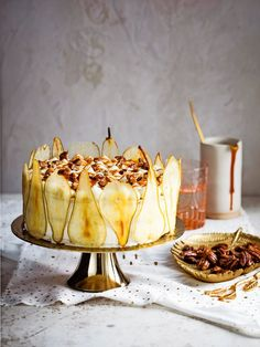 foam cake with pecans, pear and mascarpone Chocolate Sweets, Chocolate Bark, Köstliche Desserts, Delicious Desserts, Log Cake, Number Cakes, Delicious Magazine, Cupcake Cookies, Food Inspiration