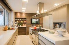 Cozinha branco com madeira