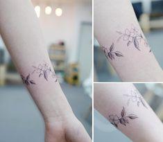 : flower bracelet  꽃찌 . . #tattooistbanul #tattoo #tattooing #flower #flowerbracelet #bracelettattoo  #타투이스트바늘 #타투 #꽃찌