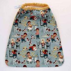 Serviette de table petit chef avec attache élastique autour du cou. L'enfant peut la mettre et la retirer seul. Pour la cantine et la maison. Lavable, 100% coton. Serviette astucieuse et confortable pour petits et grands qui ne veulent plus de bavoir. http://www.lilooka.com/fr/accessoires-enfants-table-serviettes/12-serviette-de-table-enfants-elastiquee-petit-chef-lilooka.html