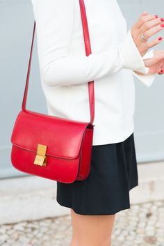 Celine Clasic Box http://www.the-working-girl.com/2014/09/top-naomie-bash/