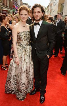 Pin for Later: Kit Harington et Rose Leslie Officialisent Leur Relation Sur le Tapis Rouge
