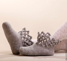 Woodland Shoes, Elf Shoes, Felt Boots, Wool Shoes, Crochet Cat Pattern, Fur Accessories, Felted Slippers, Happy Socks, How To Make Shoes