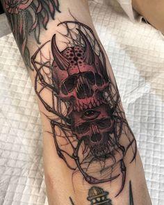 El codo cráneo araña Skeleton Hand Tattoo, Skeleton Hands, Dark Tattoo, I Tattoo, Badass Tattoos, Tattoos For Guys, Skull Tattoos, Hand Tattoos, Blackwork