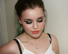 Awesome Makeups Gallery Amazing Hair Styles Unique Makeup Makeup Lessons Beauty And Makeup: Dramatic cat eye cut crease with glitter, using Ur...