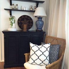 Klassisk och tidlös inredning | Heminredning | Longcoast Living Indochine, Colonial, Entryway Tables, Cabinet, Living Room, Architecture, Storage, Classic, Interior