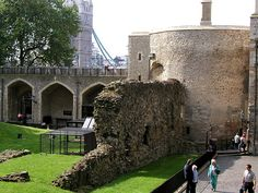 Tower of London Norman wall