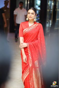 Discover recipes, home ideas, style inspiration and other ideas to try. Saree Wearing Styles, Saree Styles, Indian Salwar Kameez, Indian Sarees, Ethnic Sarees, Indian Designer Outfits, Designer Dresses, Indian Dresses, Indian Outfits