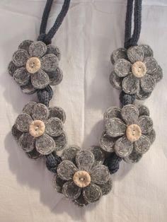 Collana Felt Necklace, Baby Necklace, Fabric Necklace, Jewelry Crafts, Jewelry Art, Beaded Jewelry, Scarf Jewelry, Textile Jewelry, Felt Flowers