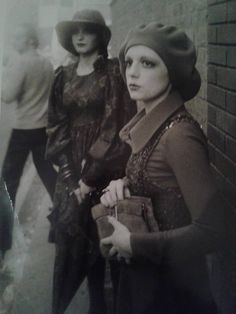 Lynn Hilson and fellow model preparing for a Biba fashion show Biba Fashion, 60s And 70s Fashion, Retro Fashion, Fashion Show, Vintage Fashion, Street Fashion, Barbara Hulanicki, Celia Birtwell, Swinging London