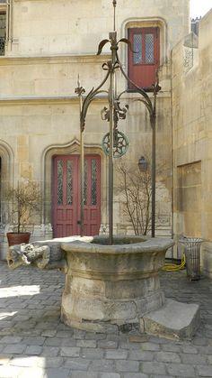 Musée de Cluny - nel quartiere latino di Parigi, è un hotel particulier del XV secolo che ospita dal 1843 il Museo nazionale del Medioevo. (Wikipedia) Indirizzo: 6 Place Paul Painlevé, 75005 Paris, Francia