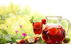 Summer with sangria is like your favorite kiss. There's never a wrong time for it and it's great on your lips. This summer try a little sangria with your favorite meal. It's dest… Juice Drinks, Fruit Juice, Healthy Drinks, Alcoholic Drinks, Healthy Smoothies, Healthy Food, Healthy Recipes, Sangria, Sparkling Strawberry Lemonade
