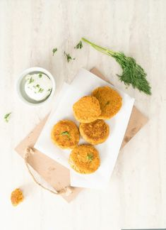 Sure to please any nuggetarian out there! These sweet potato broccoli patties have lots of vegetables and tastes great! Easy Toddler Meals, Easy Meals For Kids, Kids Meals, Toddler Recipes, Toddler Food, Sweet Potato Patties, Steamed Sweet Potato, Easy Recipe To Make At Home, Easy Food To Make