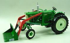 Oliver 770 w/ Loader 1/16 Tractor 2008 Pork Expo