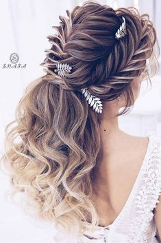 Trendy prom hairstyles for long hair can fit any lady�s taste and the desirable look. Our collection of hairstyles offers it all: they are romantic, elegant, intricate and, most importantly, super-amazing. #promhairstylesforlonghair #promhairstyles #promh