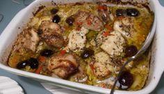 De kippendijtjes gaan een avond vooraf in een heerlijke marinade en de volgende dag plm. een uurtje voor het eten gaat de schaal inclusief de marinade de oven...