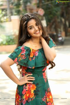 Check out beautiful poses of Anupama Parameswaran at Hello Guru Premakosame Interview Beautiful Girl Indian, Beautiful Girl Image, Beautiful Indian Actress, Beautiful Actresses, Beautiful Women, Beauty Full Girl, Beauty Women, Real Beauty, Frock For Women