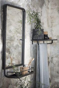 Zwart/grijs metalen spiegel met planchet, 70 cm hoog x 50 cm breed. BESTEL NU ALVAST, LEVERING EIND JAN./BEGIN FEBR. '17!!!!