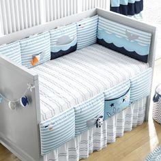 Kit Berço Fundo do Mar | Grão de Gente Baby Crib Bumpers, Baby Cribs, Designer Bed Sheets, Baby Sewing Projects, Crib Sets, Crib Bedding Sets, Diy Pillows, Baby Decor, Baby Quilts