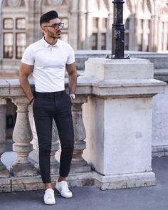 Summertime Business Casual Outfits For Work - LLEGANCE 😎Looking forward to the sunny weather and the best business casual style this summer? We've compiled the best business causal trends to look o. Smart Casual Work Outfit, Business Casual Outfits For Work, Casual Outfit For Men, Casual Boots, Mens Business Casual Style, Style For Men Casual, Smart Casual Man, Smart Casual Menswear Summer, Work Outfit Men