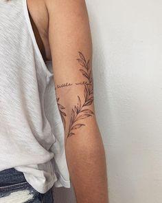 Tricep Tattoos, Vine Tattoos, Dainty Tattoos, Leg Tattoos, Body Art Tattoos, Small Tattoos, Sleeve Tattoos, Tattos, Bicep Tattoo Women