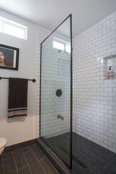 Subway tiles bathroom ideas black and white subway tile bathroom Black Tile Bathrooms, White Subway Tile Bathroom, Subway Tile Showers, Bathroom Tile Designs, Bathroom Renos, Bathroom Interior Design, Bathroom Flooring, Bathroom Renovations, Modern Bathroom