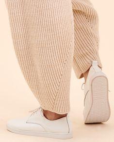 knit pants cashmere – creme beige – SABRINA WEIGT Knitwear Fashion, Knit Fashion, Fashion Outfits, Fall Knitting, Fashion Details, Fashion Design, Knit Pants, Mode Inspiration, Fashion Brands