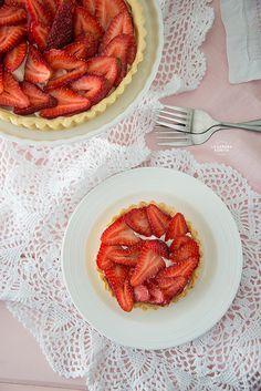 Tarta Fácil de Fresas con Relleno de Queso Crema y Limón/ Easy strawberries tart with cream cheese and lime filling