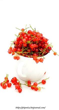 Ингредиенты  Смородина красная - 1,5 кг. = сок 800 мл. Сахар = Сок У меня из полутора кг. смородины получилось 800 мл. сока-пюре. Сахара берём 1/1. Сколько мл. сока, столько же грамм сахара. Tasty, Yummy Food, Meals, Ethnic Recipes, Delicious Food, Meal, Yemek, Food, Nutrition